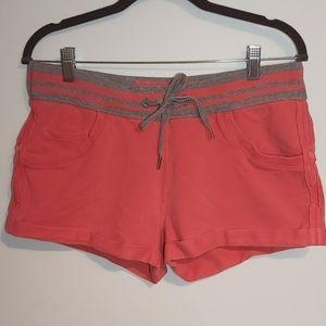 Lululemon size 6 cuffed shorts